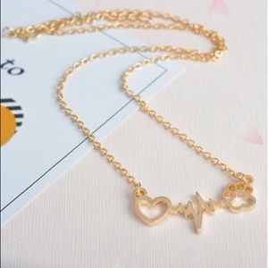 Jewelry - NEW! Cat Heartbeat Claw Necklace